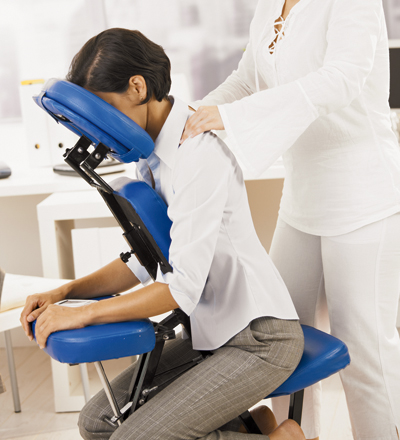 Il Sagit Dun Massage Dorigine Japonaise Qui Se Pratique Sur Une Chaise Ergonomique Confortable Selon Un Enchainement Precis De Pressions Detirements